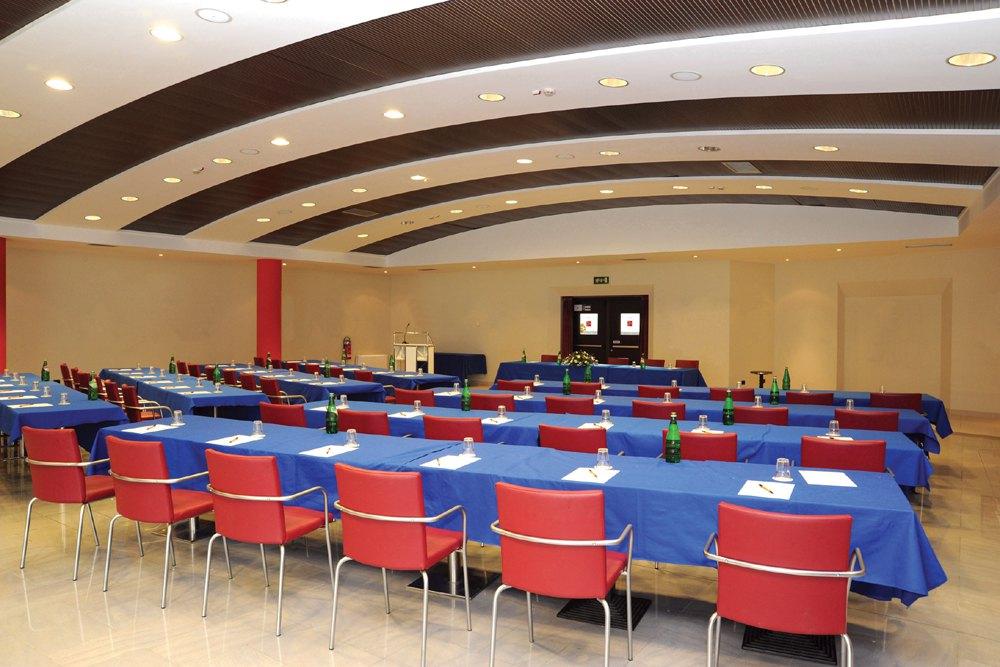 Dimensioni Sala Conferenze 100 Posti.Sale
